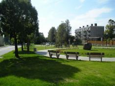 Park vcentru obce nabízí návštěvníkům příjemné posezení